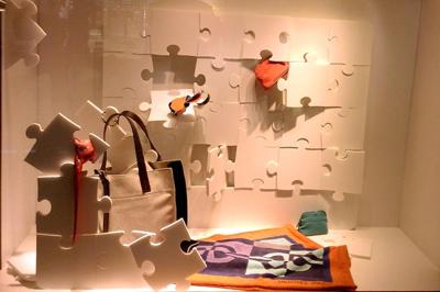 Window-Display-Idea-Puzsle-pieces