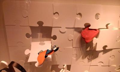 Window-display-puzzle-pieces-close-up