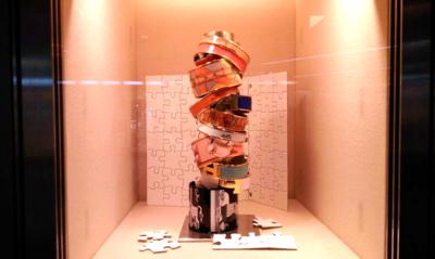 Window-display-puzzle-pieces-bracelets