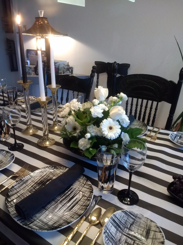 Black and white Thanksgiving table.