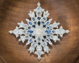 Queen-Elizabeth-jewelry-pin-snowflake