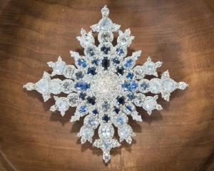 Queen-Elizabeth-jewelry-pin-snowflake
