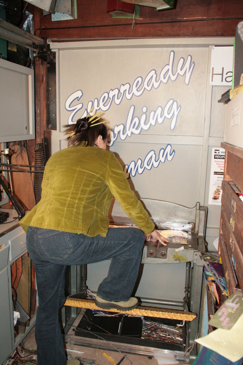 Cutting tins at the shear. 2007/2008.